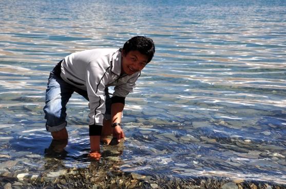 Ajay Lama playing in Tso-Moriri waters