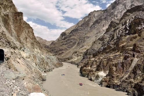 Raft through Zanskar valley