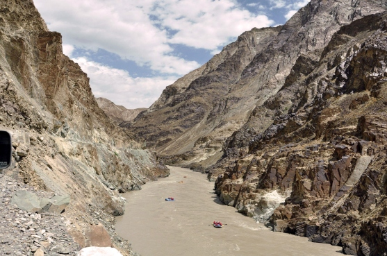 Raft through Zanskar valley