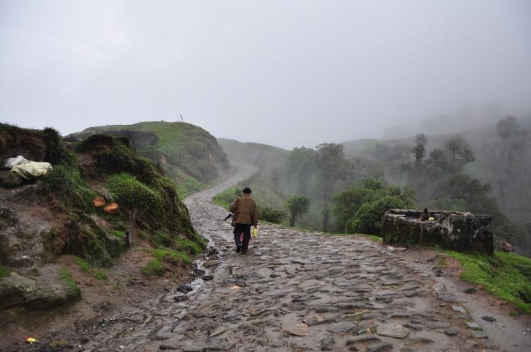 বাঁকাচোরা রাস্তা টুম্বলিনের উদ্দেশ্যে
