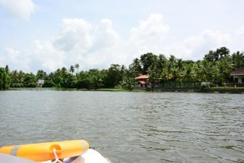 কোচি ব্যাকওয়াটার (ভেম্বানান্দু লেক)